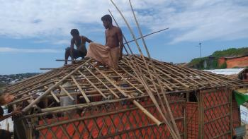 Rohingya construct a transitional Shelter